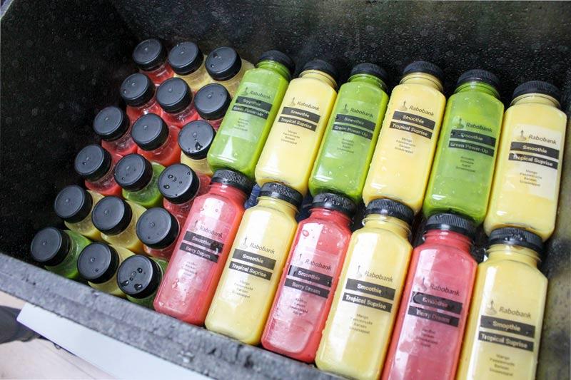 smoothie flesjes voor bedrijven met een logo erop